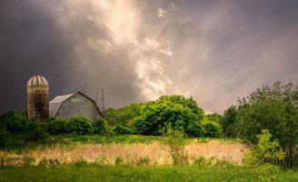 Бесплатные фото поле,дом,закат,деревья,пейзаж