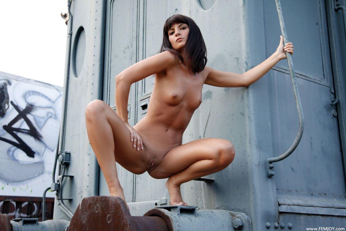 кизнере в девушка голая