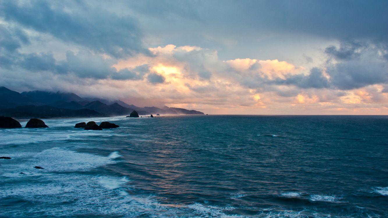 Фото бесплатно побережье, море, волны, камни, берег, горы, горизонт, небо, облака, пейзажи