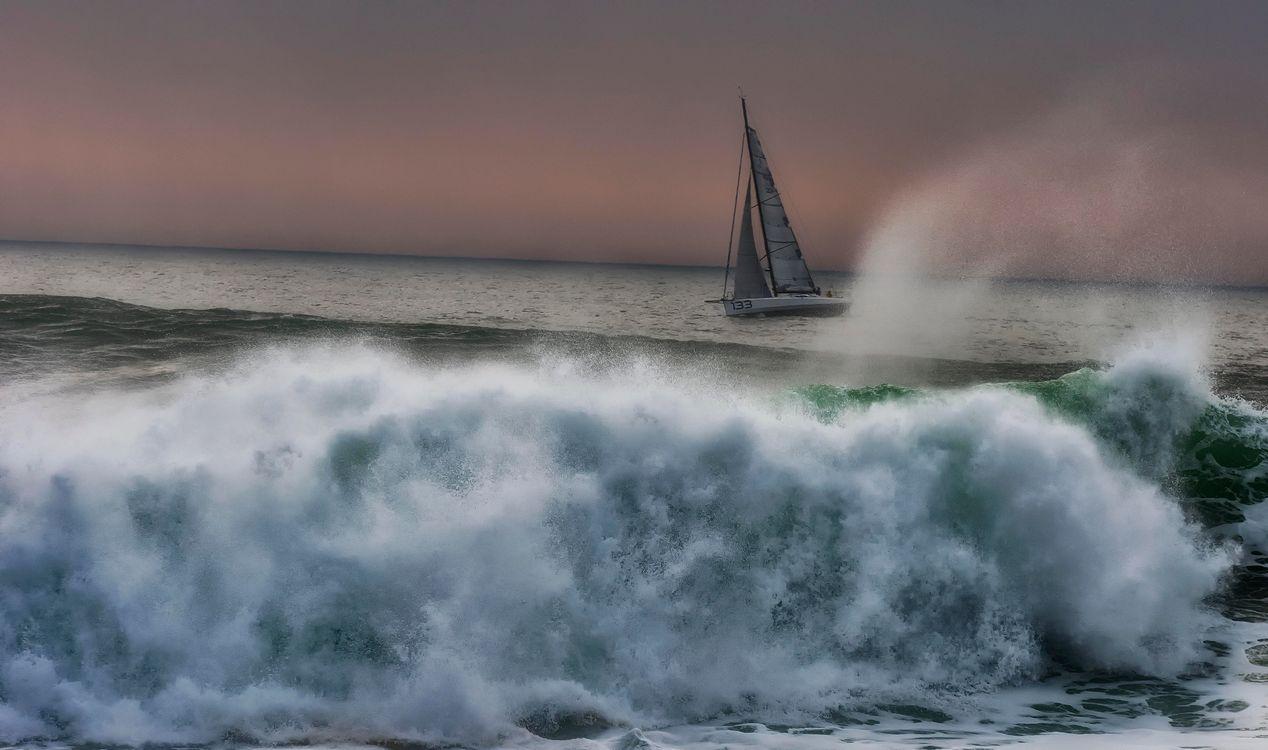 Фото бесплатно море, парусник, волны, брызги, пейзаж, пейзажи