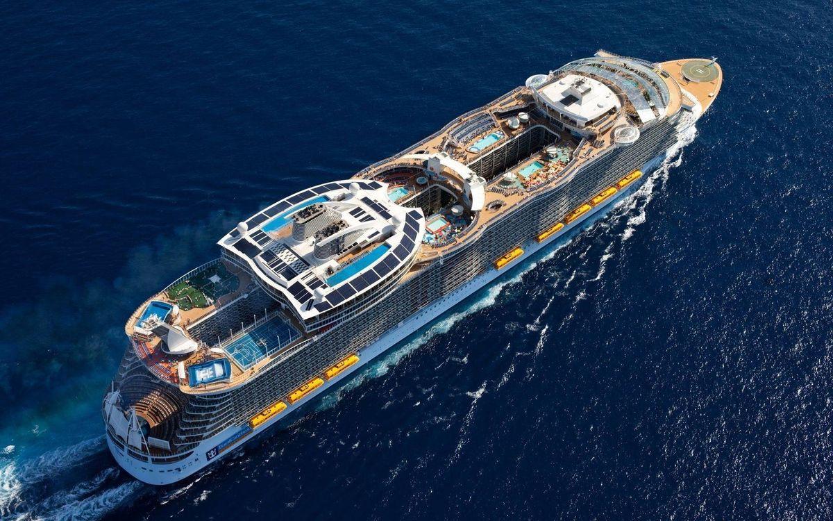 Фото бесплатно круизный корабль, бассейны, люди, вид сверху, корабли