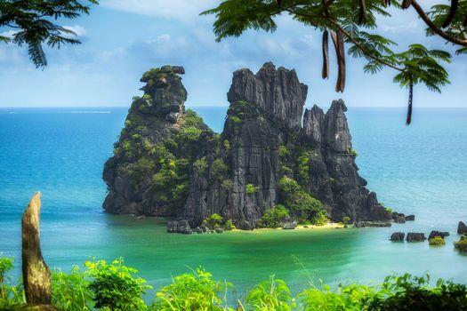 Фото скалы, берег смотреть бесплатно