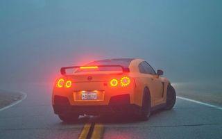 Бесплатные фото ниссан гтр,оранжевый,спойлер,фонари,дорога,туман