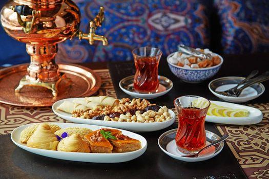 Бесплатные фото сладости,чай,орехи,пахлава