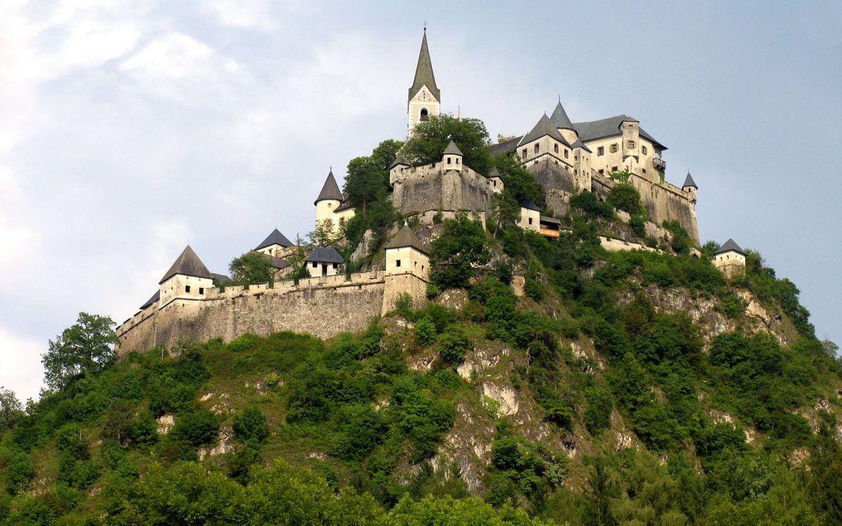 Фото бесплатно замок, крепость, башеи, стены, гора, растительность, пейзажи