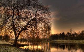 Заставки вечер,берег,трава,деревья,река,небо