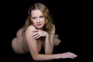 Бесплатные фото ELEONORA A,модель,красотка,голая,голая девушка,обнаженная девушка,позы