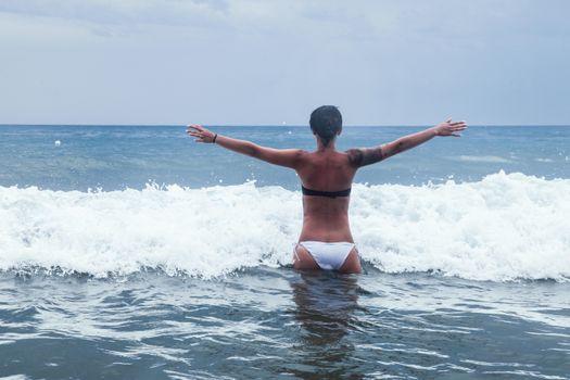 Бесплатные фото море,волны,пляж,девушка,настроение