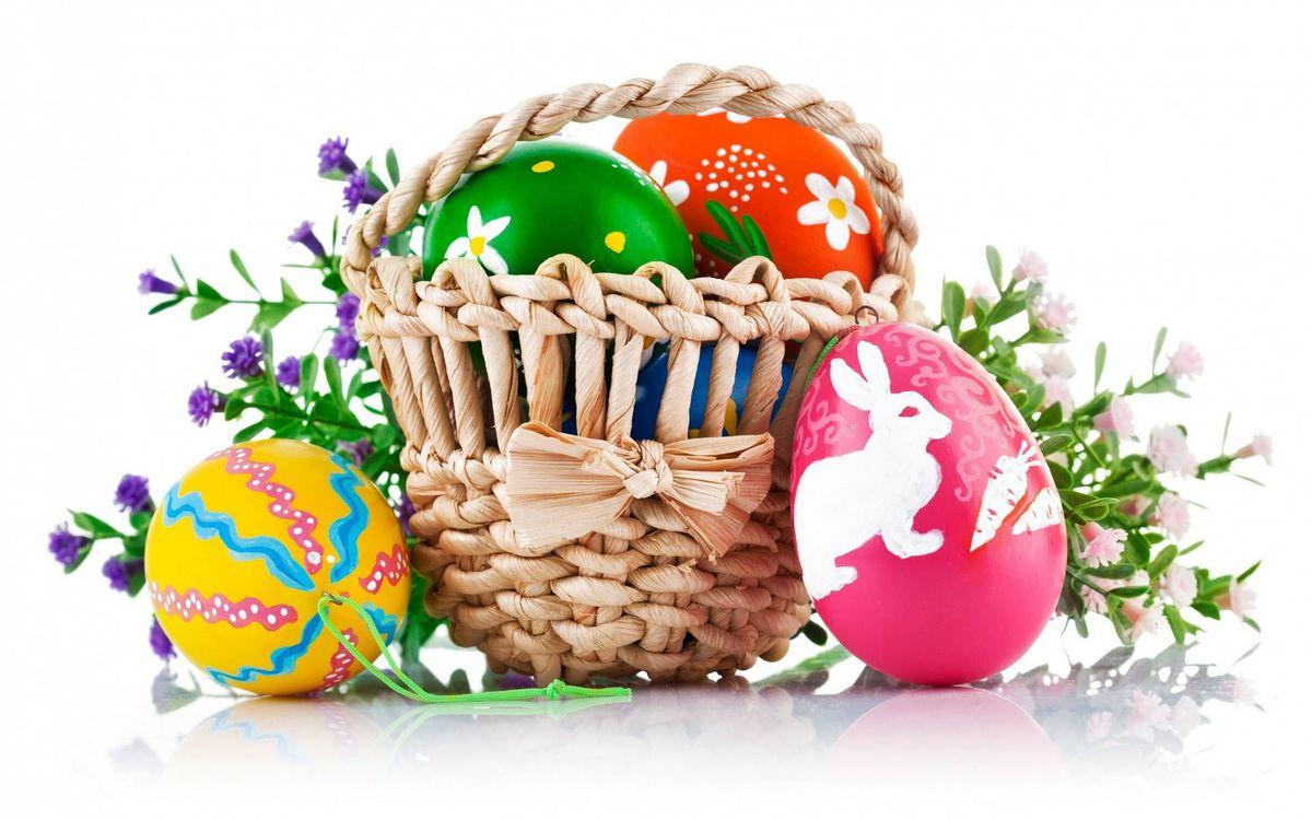 Фото бесплатно пасха, яйца, цветные, крашеные, рисунок, корзинка, цветочки, праздники