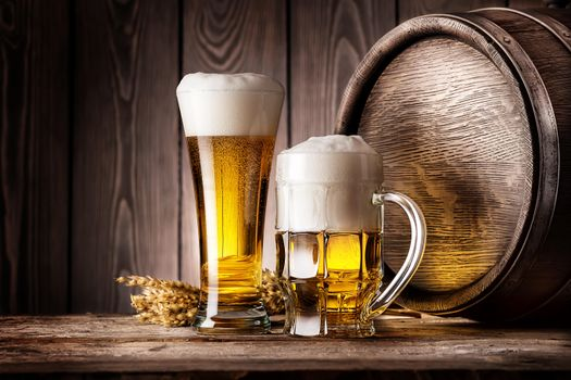 Фото бесплатно кружка, пиво, бочка, колосья, напиток, кухоль