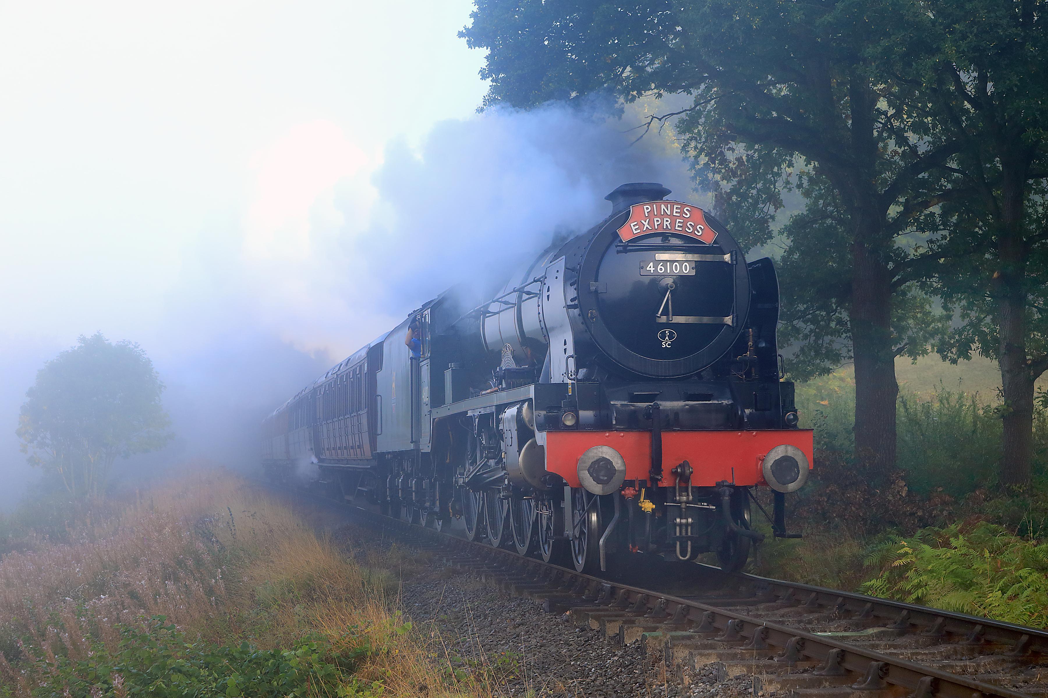 Обои паровоз, железная дорога, дым, туман