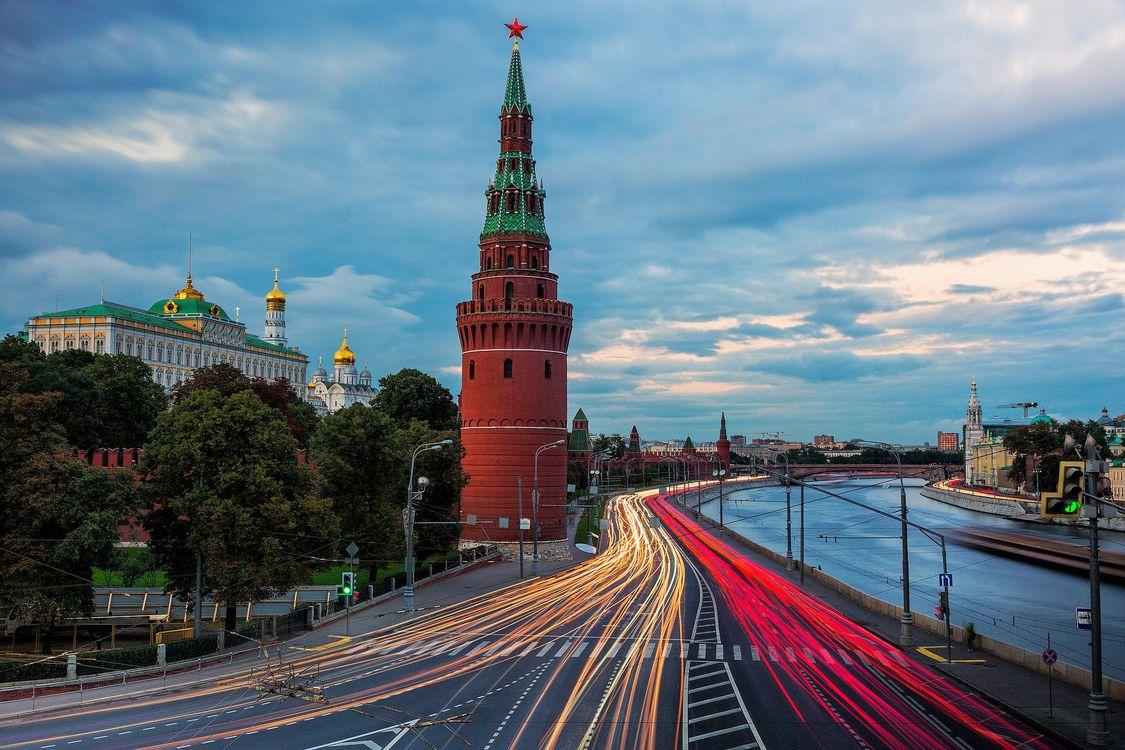 Фото бесплатно Москва-река, ведущая мимо стен Московского Кремля, Москва, Россия, город