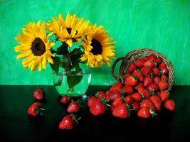 Фото бесплатно цветы, клубника, натюрморт