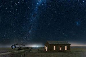 Бесплатные фото ночь,звёзды,галактика,млечный путь,космос,дом,свет