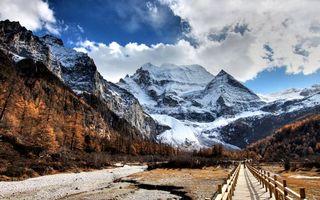 Бесплатные фото русло,мостик,деревья,горы,снег,небо,облака