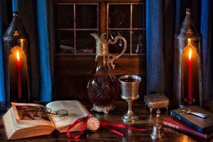 Бесплатные фото Книги,Графин,вино,Чаша,карманные часы,Шекспир,Свечи