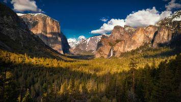 Бесплатные фото ущелье,деревья,лес,горы,скалы,снег,небо