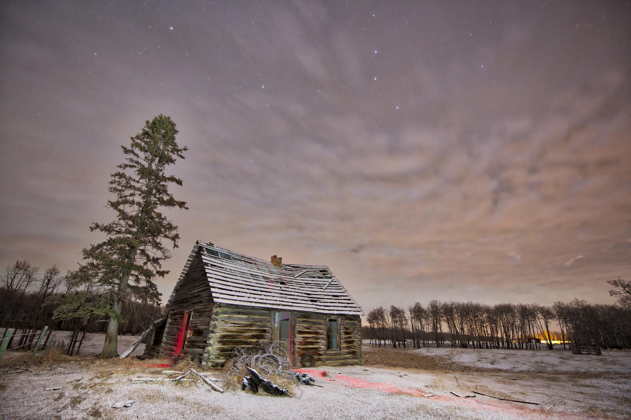 обои поле, ночь, домик, сияние картинки фото