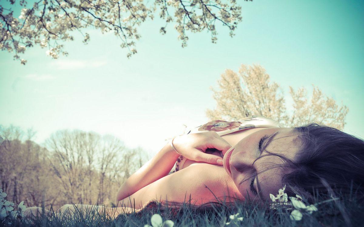 Фото бесплатно девушка, сон, природа - на рабочий стол