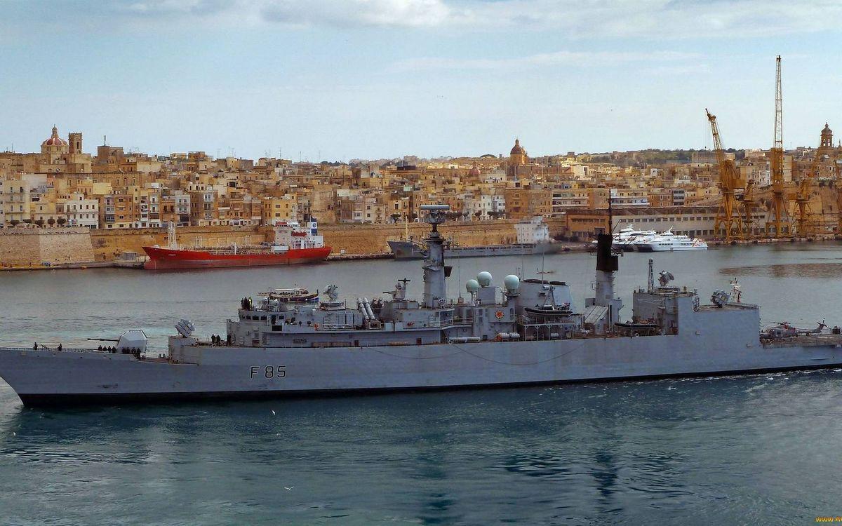 Фото бесплатно корвет, палуба, надстройки, вертолет, танкер, яхты, море, порт, город, корабли
