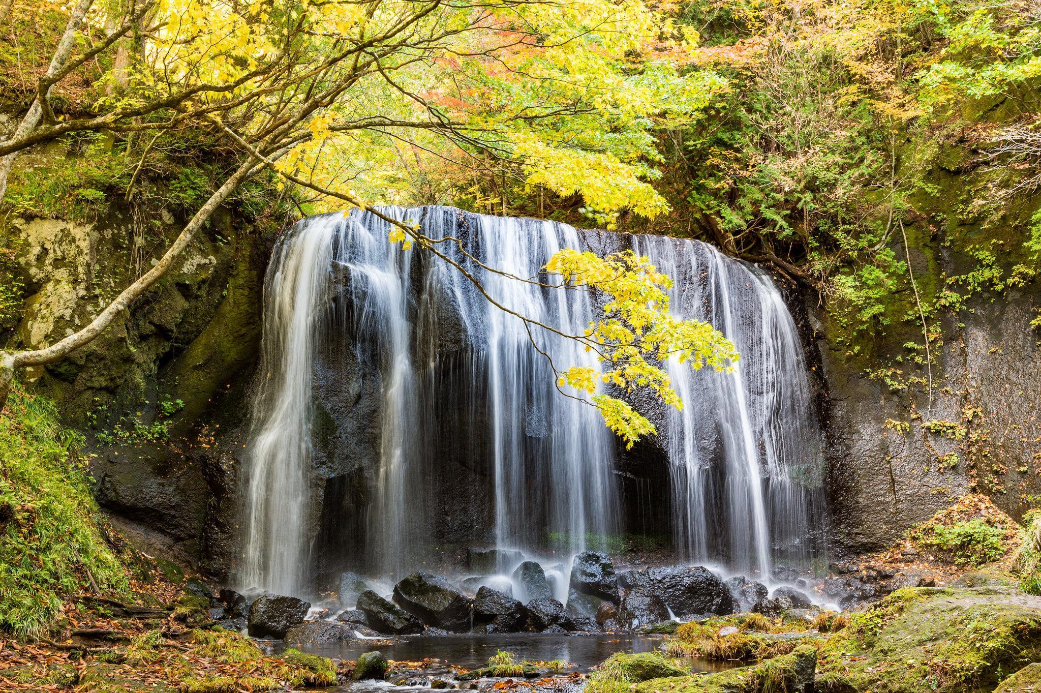 обои осень, водопад, скалы, камни картинки фото