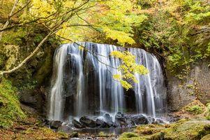 Фото бесплатно осень, водопад, скалы, камни, деревья, природа