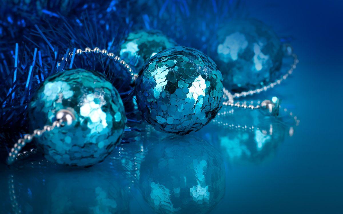 Фото бесплатно Шары из блёсток, мишура, блёстки, шары, новый год - скачать на рабочий стол