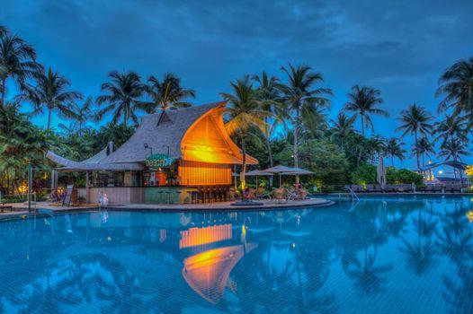 Фото бесплатно бассейн, пальмы, дома