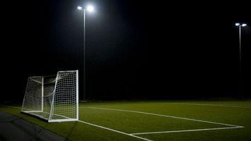 Бесплатные фото ночь,футбольное поле,фонарь,газон,ворота,сетка,разметка