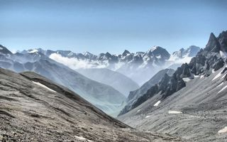 Бесплатные фото горы,скалы,вершины,ущелье,облака,небо