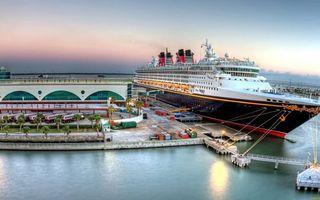 Бесплатные фото круизный лайнер,палубы,шлюпки,море,порт,пристань,строения
