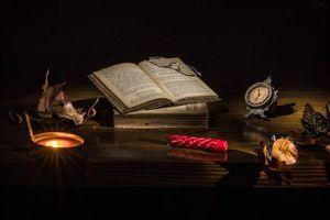 Фото бесплатно свеча, книга, очки