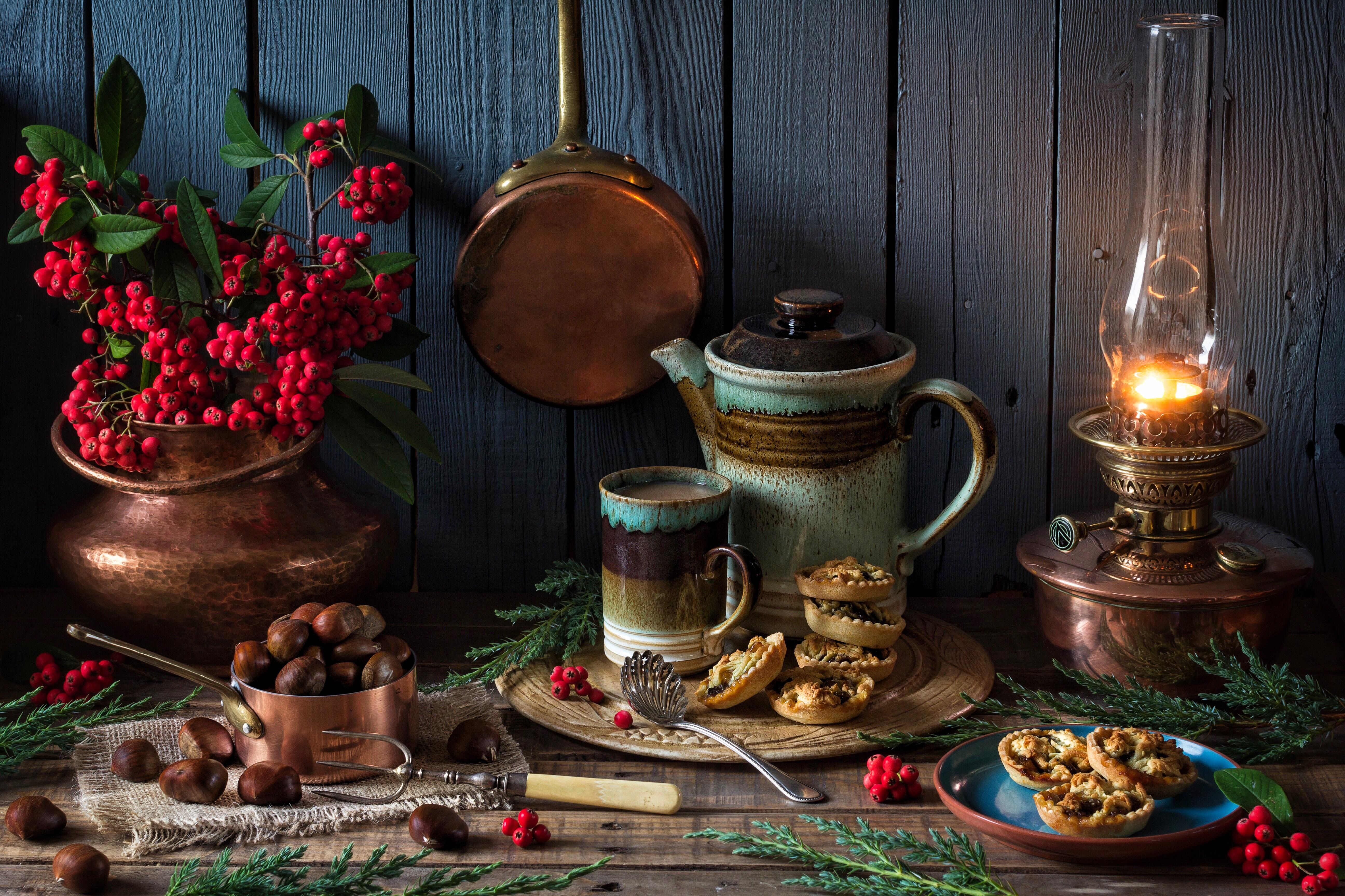 обои чайник, лампа, рябина, каштаны картинки фото