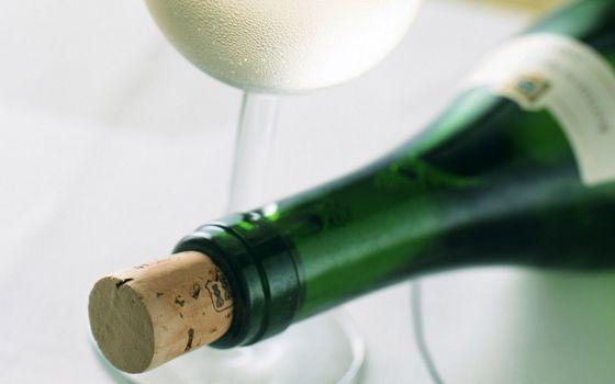 Photo free bottle, cork, wineglass