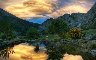 Бесплатные фото вечер,озеро,гладь,отражение,камни,трава,деревья