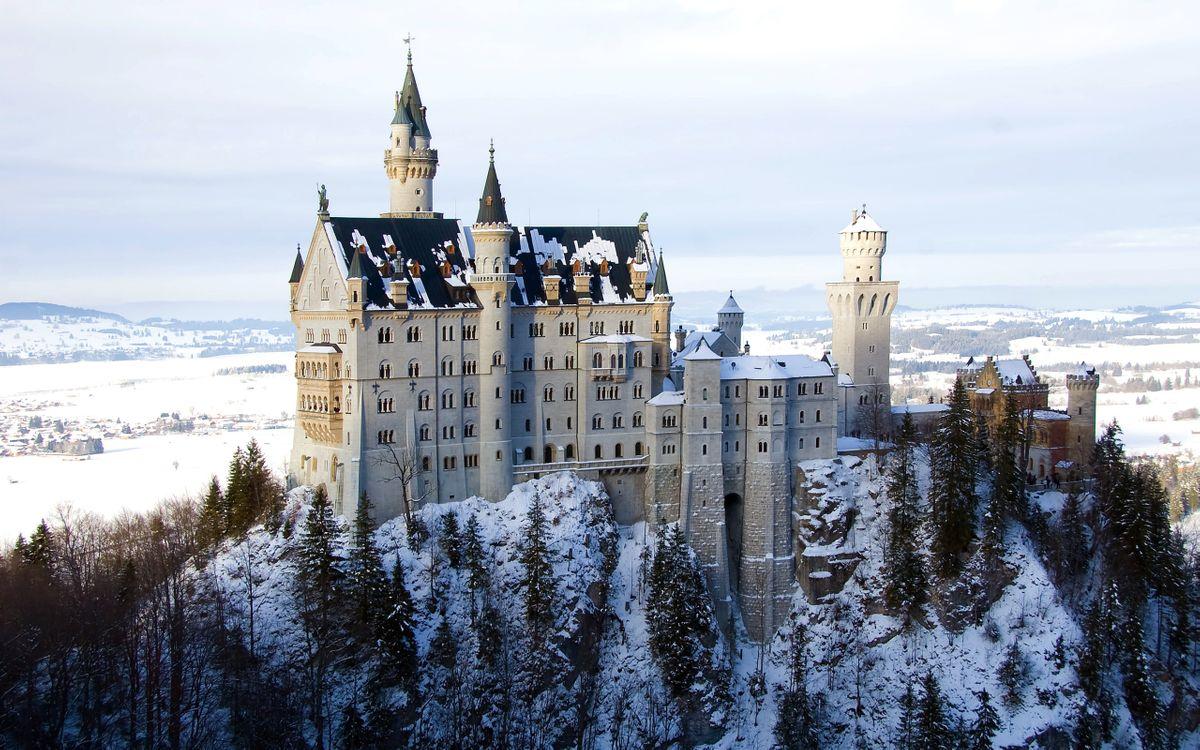 Фото бесплатно зима, снег, гора, деревья, замок, башни, пейзажи - скачать на рабочий стол
