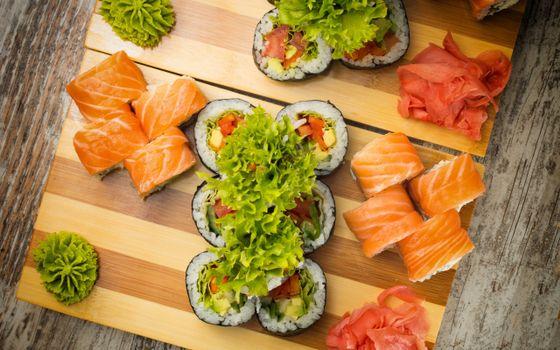 Бесплатные фото суши,роллы,стол,досточки
