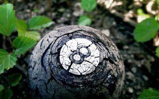 Бесплатные фото шар бильярдный,старый,цифра,трещины,земля,трава