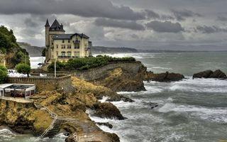 Бесплатные фото море,камни,берег,особняк,лесенки,растительность