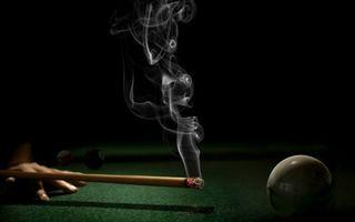 Фото бесплатно бильярд, кий, уголек, пепел, дым, шар, рука
