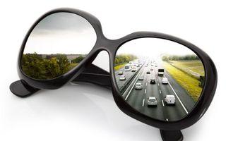 Бесплатные фото очки,стекла,дорога,автомобили,фон белый