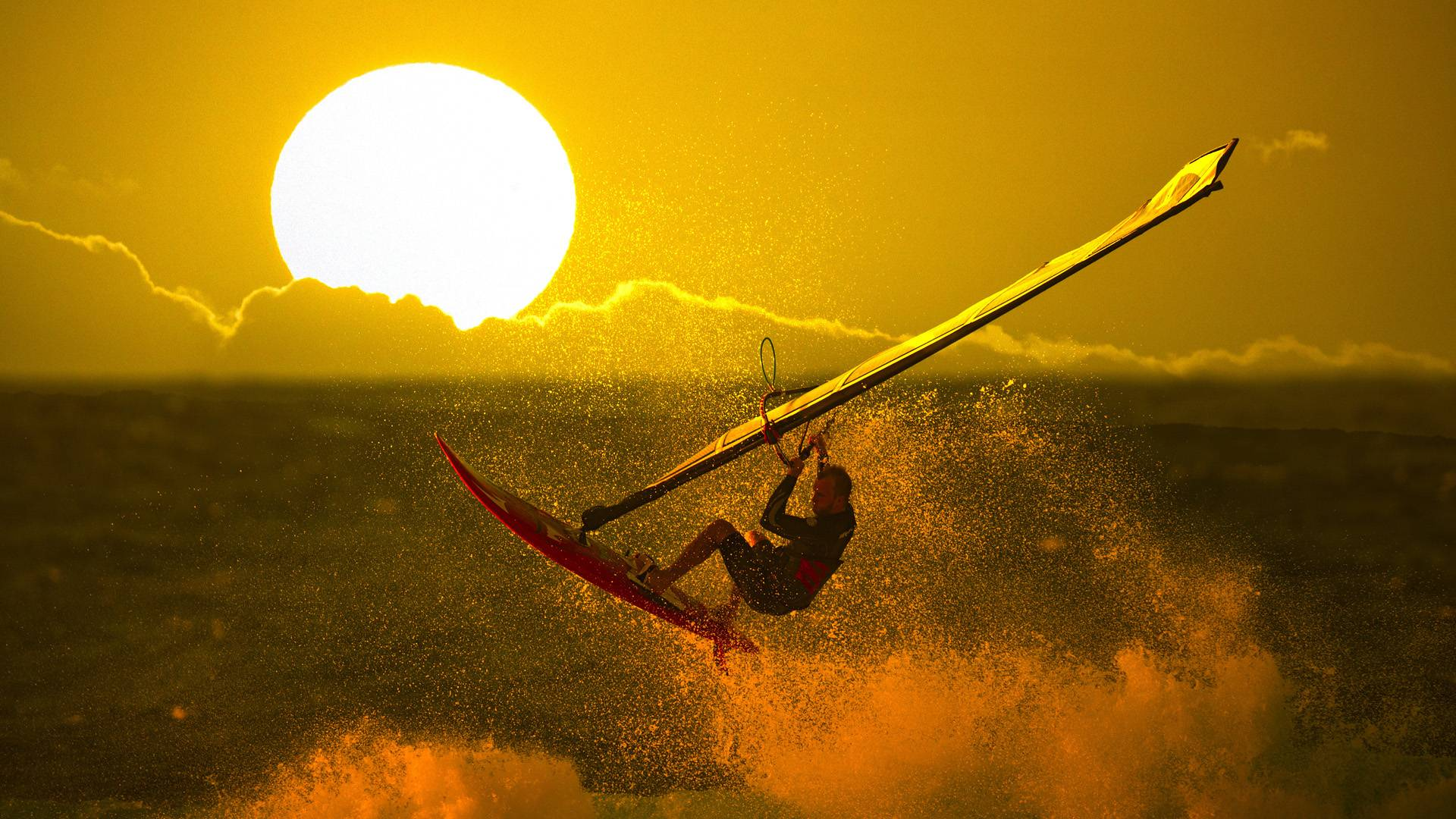Обои Виндсёрфинг, закат, большое солнце