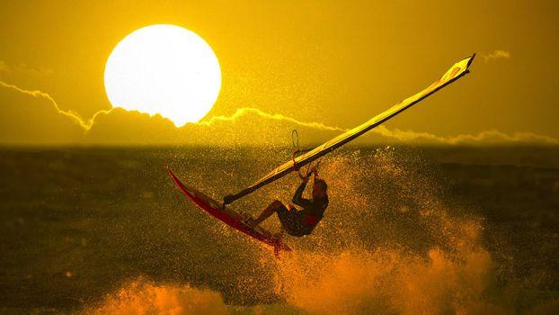 Заставки Виндсёрфинг, закат, большое солнце