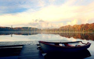 Бесплатные фото озеро,пристань,мостик,лодка,отражение,небо,лес