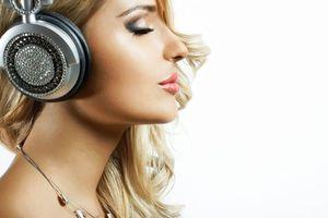 Фото бесплатно девушка диско, девушка, наушники, настроение, музыка