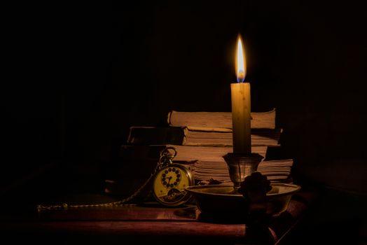 Бесплатные фото свеча,пламя,книги,часы,натюрморт