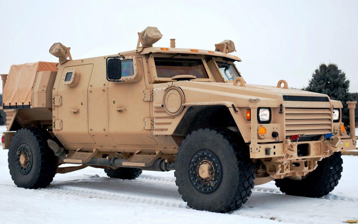 Фото бесплатно бронеавтомобиль, военный, решетка, фары, свет, прожекторы, колеса, машины