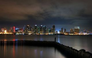 Бесплатные фото ночь,море,сваи,побережье,дома,здания,небоскребы