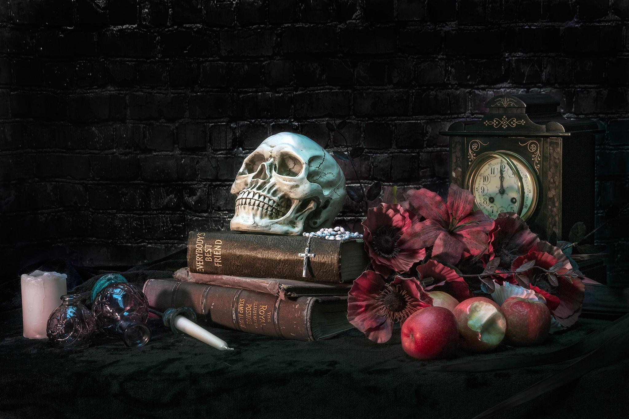 Обои книги, яблоки, часы, череп