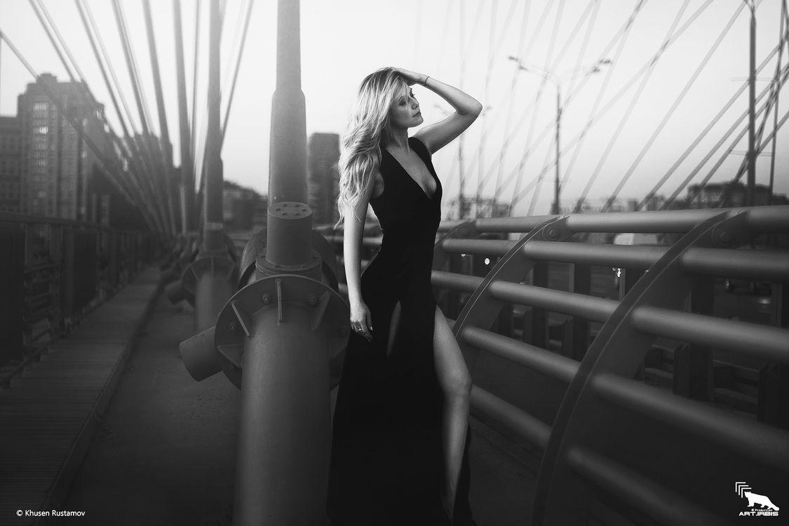 Фото бесплатно красивая, девушка, модель, KhusenRustamov, xusenru, ARTIRBISPRODUCTION, секси, платье, блондинка, фэшн, мост, глаза, люди, фото, девушки